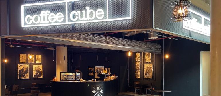Dohodili jsme prostor stylové kavárně CoffeeCube