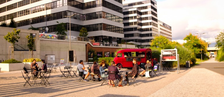 We livened up the pedestrian zone at the Cyberdog robotic winebar | Dejsiprostor