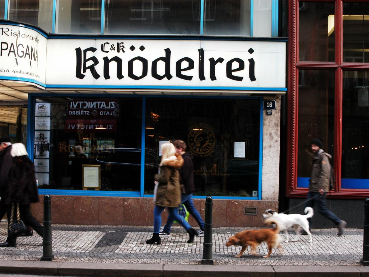 CK Knodelrei otevřelo svojí první kamennou pobočku ve Spálené ulici v Praze