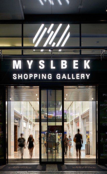 Commercial pop up space for rent in the Myslbek Shopping Gallery