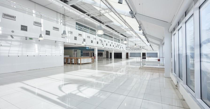 Světlý eventový prostor s terasou ve 4. patře OD Máj