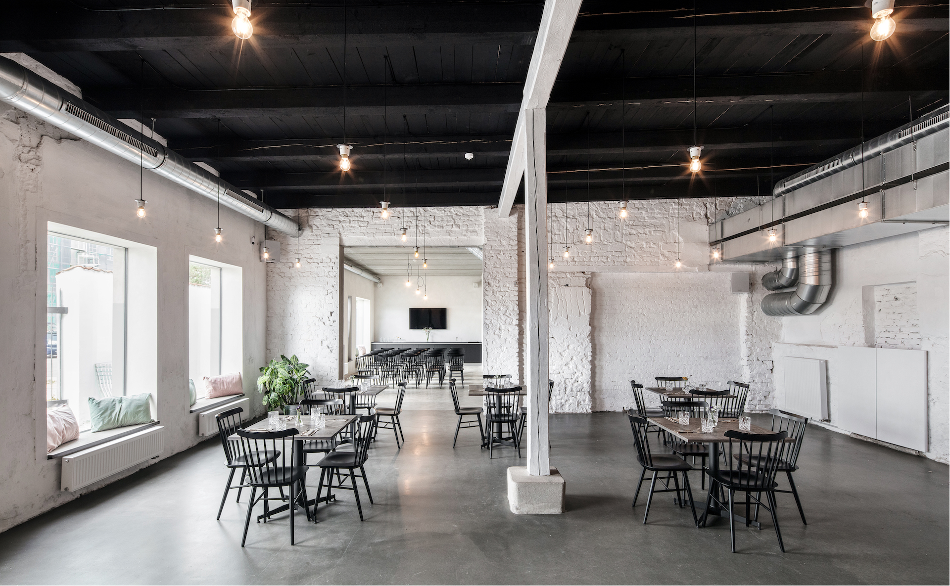 Modern industrial event space for workshops and seminars