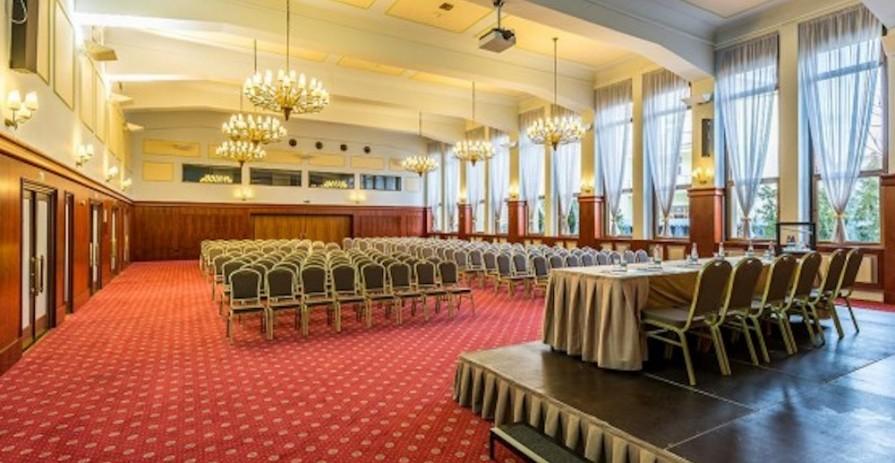 Velký konferenční sál se zahradou na Praze 6