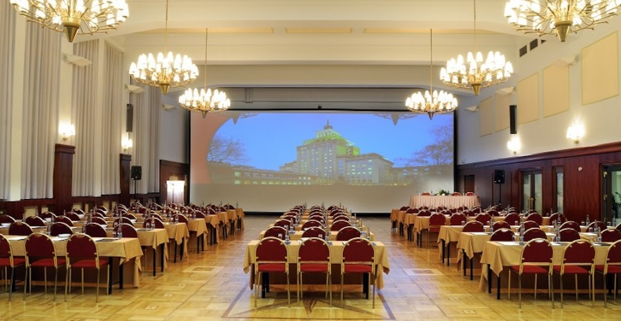 Large conference hall with garden in Prague 6