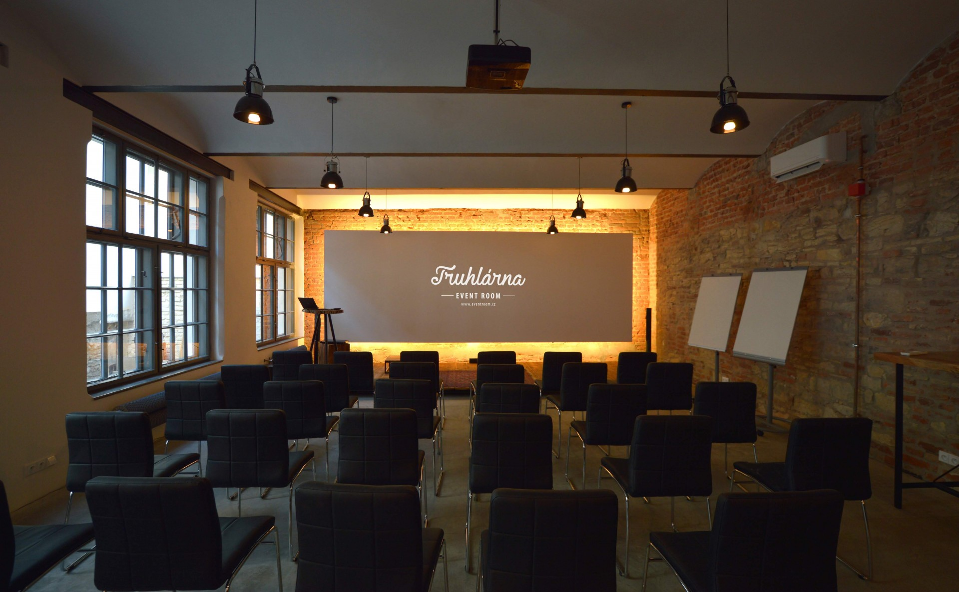 Space for seminars in Karlín