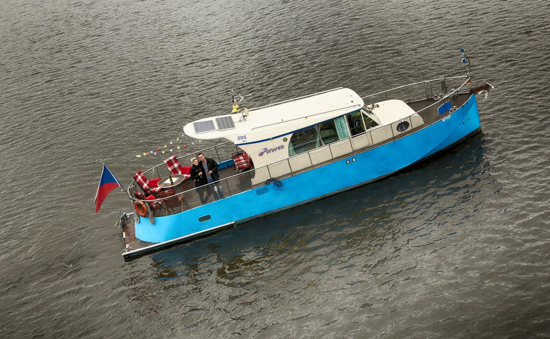 Loď k pronájmu