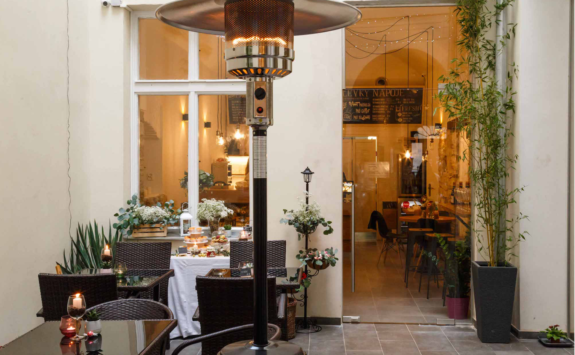Rent a new fully equipped restaurant in Prague 1
