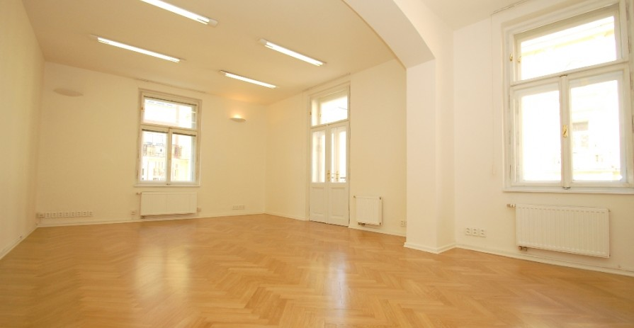 Office space for rent in Vinohrady, Mánesova street - 226 m2 to 366 m2