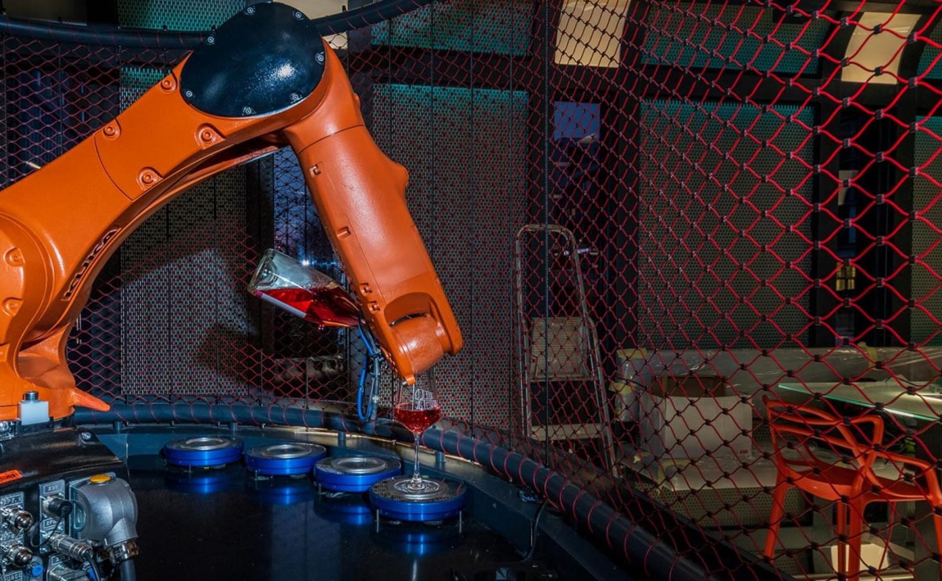 Pronájem robotická vinárna Cyberdog