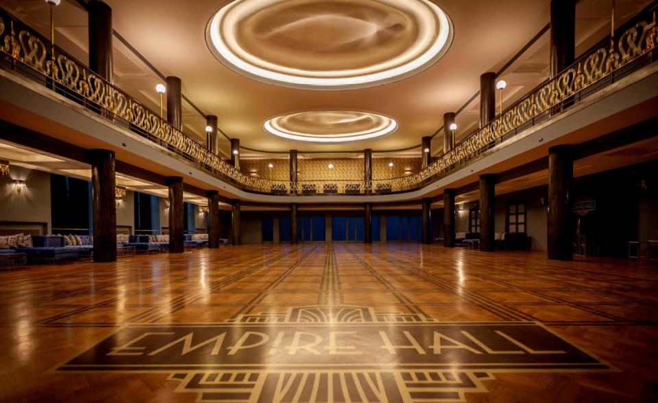 Luxurious venue for conferences and parties in the Art Deco style