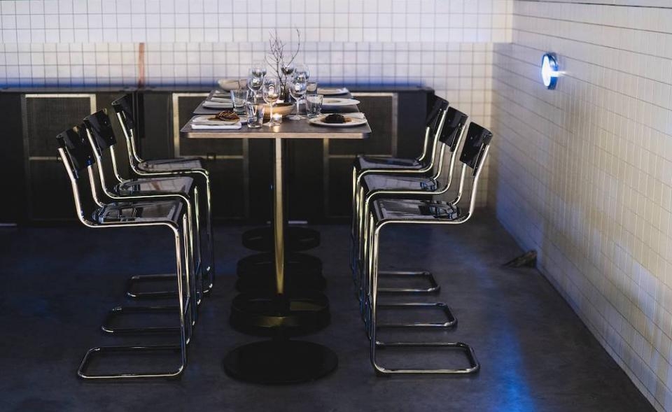 Designový prostor ve funkcionalistické pasáži v centru Prahy