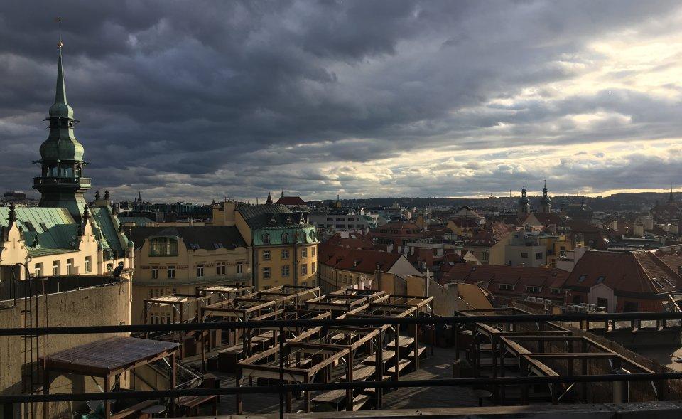 Industriální prostory s krásným výhledem na Staré Město