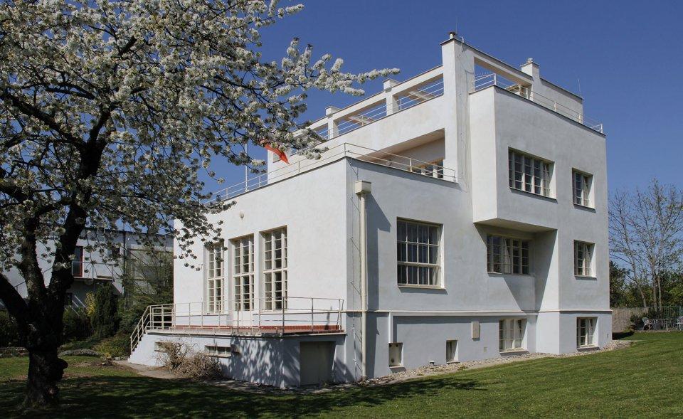 Netradiční konferenční prostory ve funkcionalistické vile se zahradou, Malvazinky