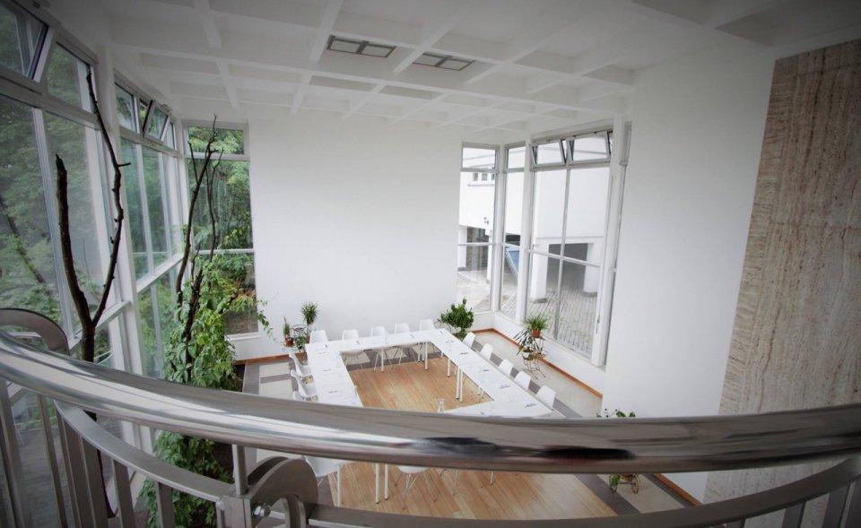 Prosklená zimní zahrada v luxusní vile na Barrandově